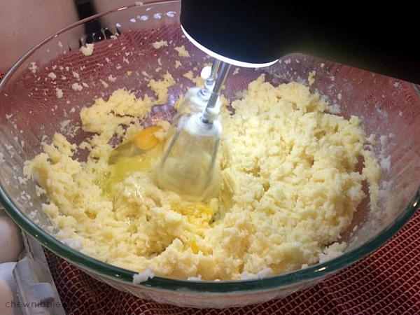 Sour Cream Cranberry Almond Pound Cake - Chew Nibble Nosh 3