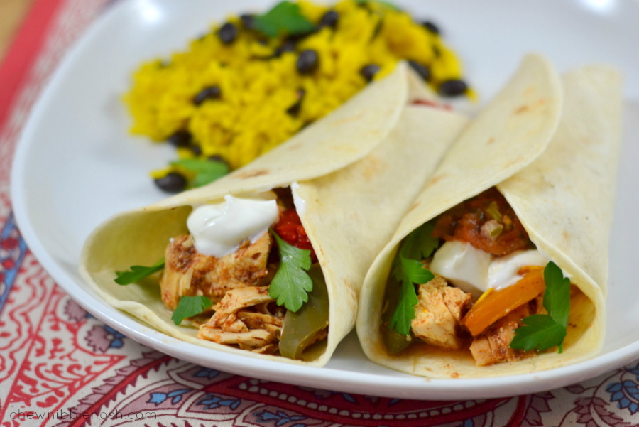 Easy Slow Cooker Chicken Fajitas - Chew Nibble Nosh